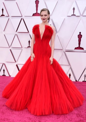 Cliché, But Amanda Seyfried's Plunging Oscars Gown Is Red Hot