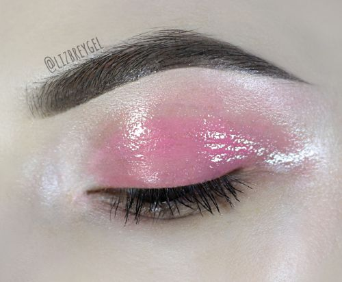 Makeup Trend Dissection: Glossy Eyelids