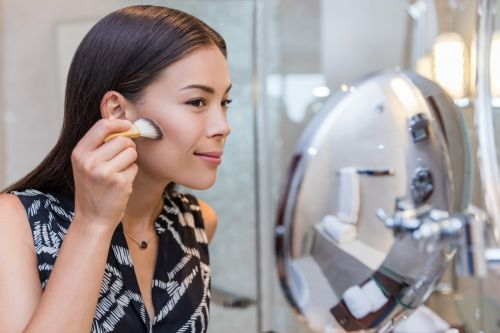 Here's When to Reach For a Cream Bronzer Over a Powder