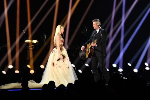 Blake Shelton Bowed Down to Gwen Stefani During Their Grammys Performance & Same