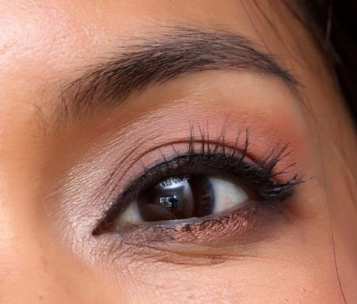 Summer Glam on the Go! Gray-Black Cat Eyes With an Unexpected Swish of Shimmering Bronze on a Smokey Lower Lash Line